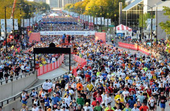 图文-芝加哥国际马拉松赛参赛市民乐在其中
