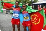 厄立特里亚哥俩儿庆祝胜利