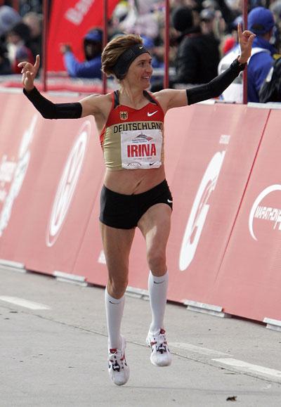图文-芝加哥马拉松赛米基滕科获女子组亚军