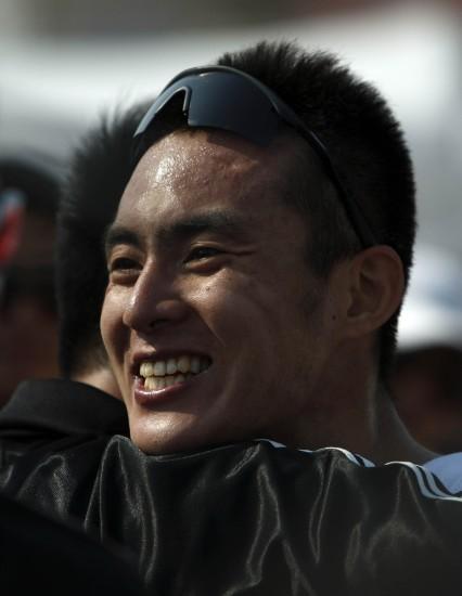 图文-全运会男子铁人三项姜智航夺冠一脸笑意