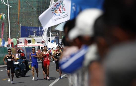 图文-全运会男子铁人三项姜智航夺冠白发全