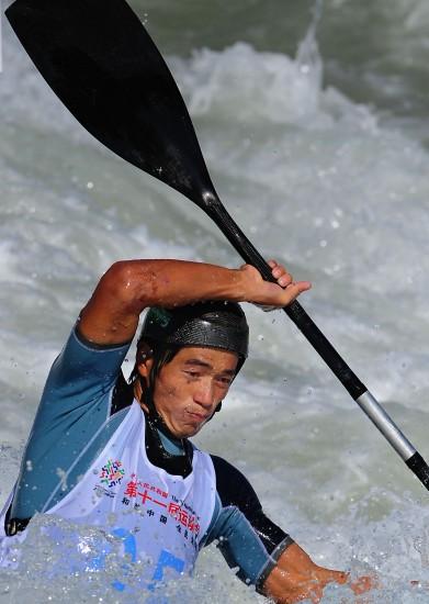 图文-皮划艇激流回旋预赛赛况贵州丁富学排第二