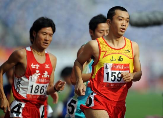 图文-全运会男子800米李翔宇夺冠弯道跑轻松自若
