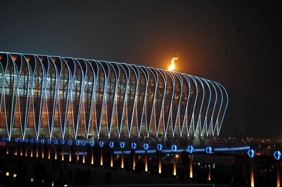 图文-第十一届全运会举行闭幕式圣火仍在燃烧