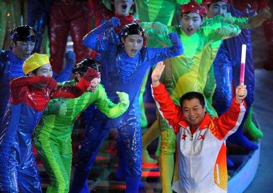 图文-第十一届全运会举行闭幕式王涛和他的粉丝团