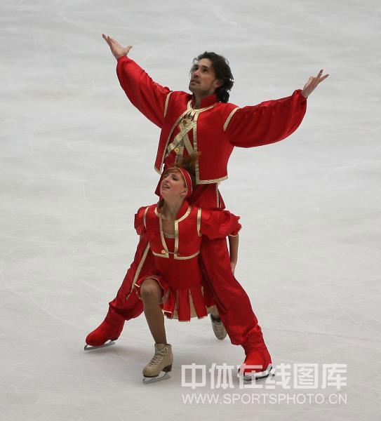 图文-中国杯冰舞自由舞赛况诺维斯基热情洋溢