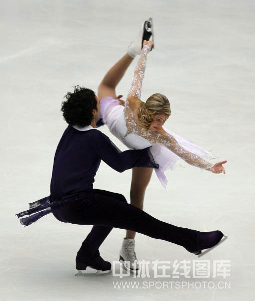 图文-中国杯冰舞自由舞赛况旋转展示贝尔宾柔韧性
