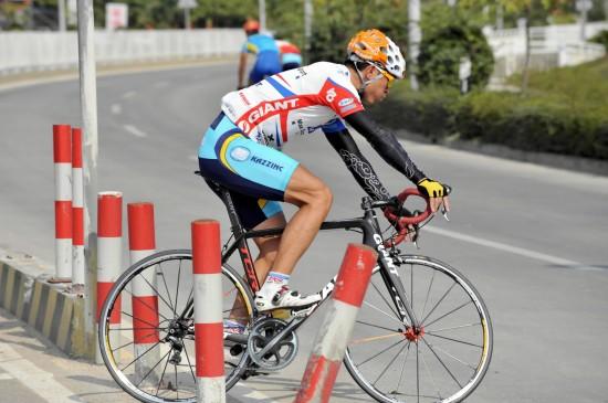 图文-中国队备战东亚运动会自行车队选手在训练