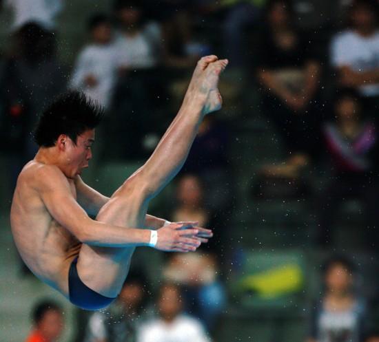 图文-亚锦赛应宏男子10米台获亚军应宏在比赛中