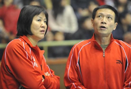 图文-郎平B组联赛首秀恒大VS河北铁榔头和助手看啥