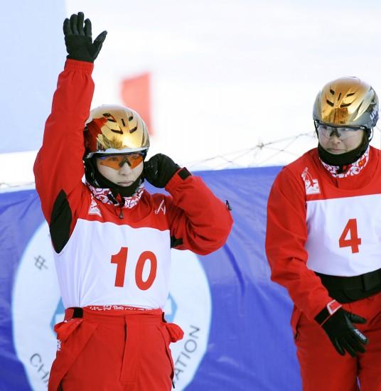 图文-自由式滑雪世界杯空中技巧郭心心致意