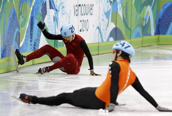 图文-冬奥短道男子1500米小组赛宋伟龙摔出半决赛