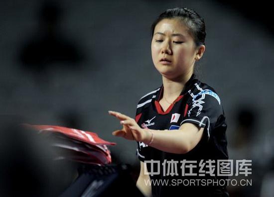 图文-广州国际乒乓球精英赛战况福原爱修整一下