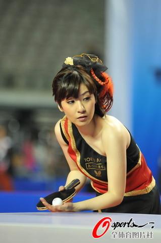 图文-2010国际乒乓球精英赛俊俏面庞惹人爱
