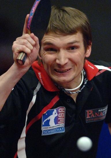 图文-亚欧全明星对抗赛张钰胜施拉格施拉格挥拍