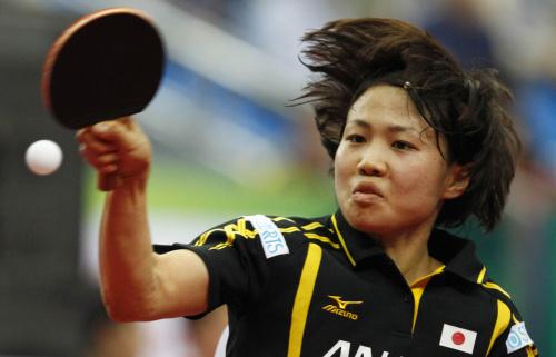 图文-世乒赛女团日本3-0罗马尼亚平野早矢香回球