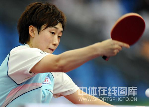 图文-世乒赛新加坡女队晋级四强冯天薇反手回击