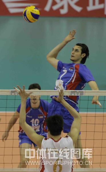图文-中国男排2-3负塞尔维亚斯坦科维奇进攻
