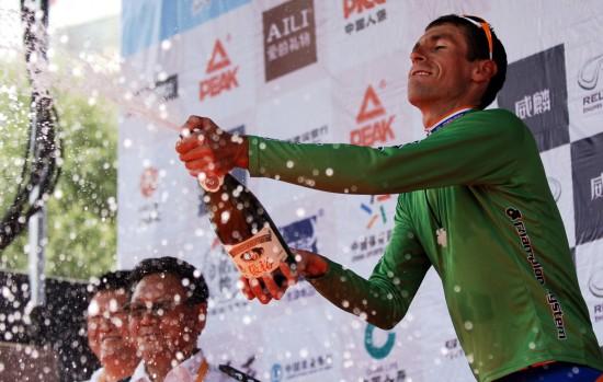 图文-第九届环青海湖自行车赛第三赛段庆祝香槟