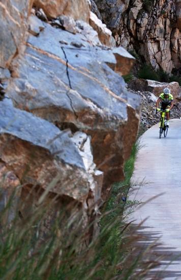 图文-第九届环青海湖自行车赛第三赛段公路盘山