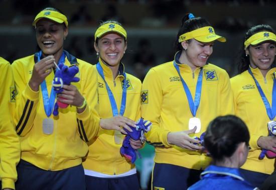 图文-女排大奖赛总决赛颁奖仪式巴西队开心领奖