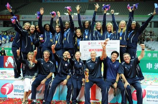 图文-女排大奖赛总决赛颁奖仪式美国女排欢呼