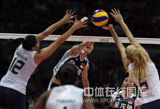 图文-大奖赛总决赛中国0-3巴西马蕴雯进攻