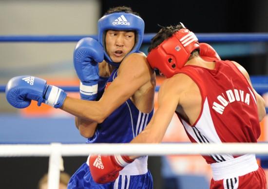 图文-[武搏会]拳击比赛第二日赛况琼左拳不幸挥空