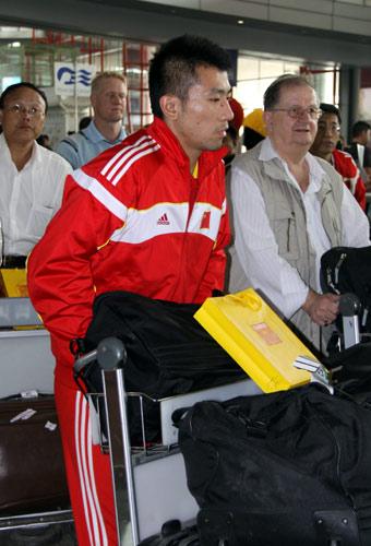 图文-中国男排结束世锦赛征程回京任琦行色匆匆