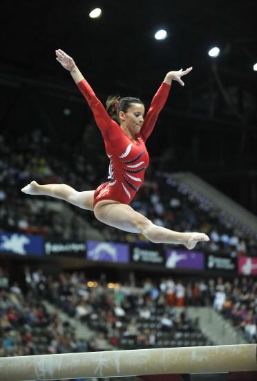 图文-2010体操世锦赛女团决赛萨克拉莫内轻如飞燕