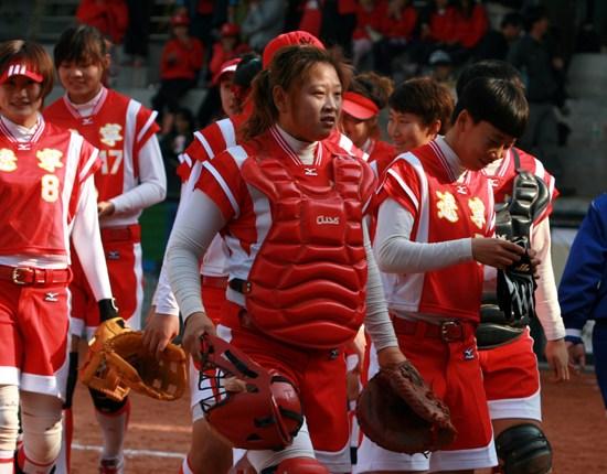 新浪垒球讯12月8日,海峡杯公园赛在台北青年体育出生了预选赛v垒球王馨迎高尔夫球举行图片