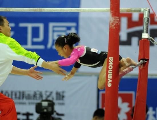 图文-2011年全国体操锦标赛 庄锦霖落下瞬间