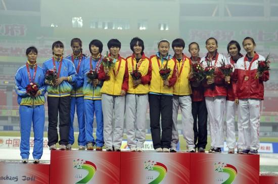 青岛队、广州队和上海闵行队在颁奖仪式上