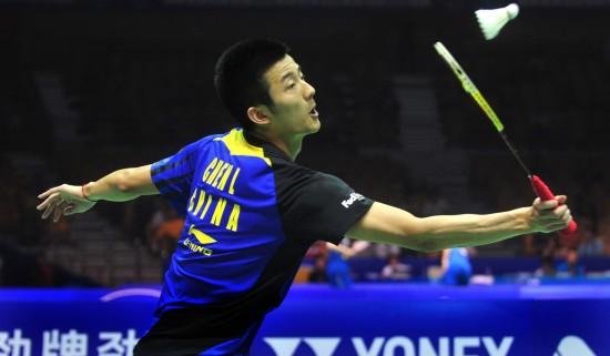 图文-汤姆斯杯中国队晋级半决赛 谌龙网球扑球