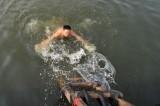 在太原汾河畅游
