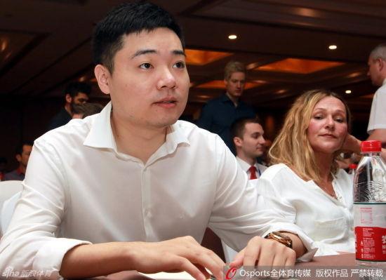 丁俊晖出席斯诺克世界杯发布会