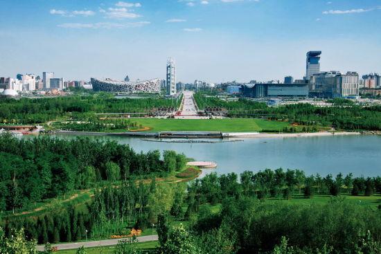 北京奥林匹克森林公园,仰山南麓碧连天。摄影:何建勇