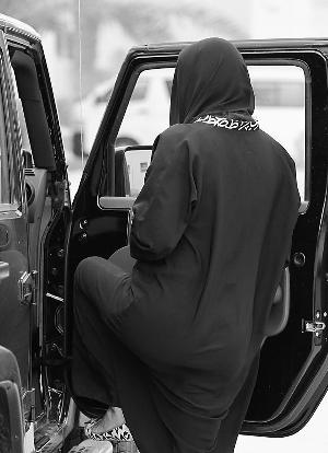 沙特女子集体上传开车视频触怒警方