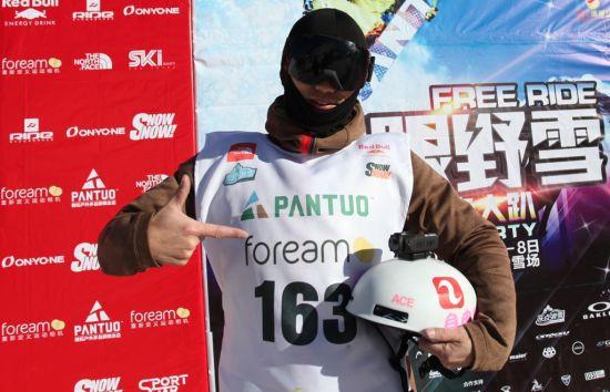 风云客助阵2015中国极限野雪挑战赛。