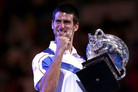 时隔3年小德再捧澳网奖杯