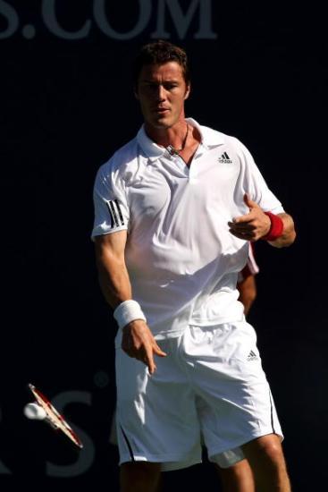 图文-洛杉矶网球赛第三日赛况萨芬招牌摔拍动作