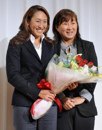 图文-日本网坛一姐本赛季后退役母亲陪伴出席