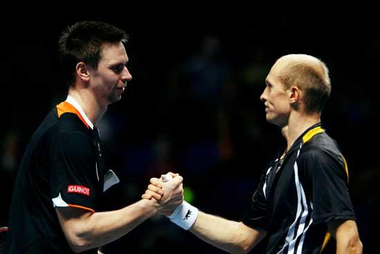 图文-[ATP总决赛]达维登科胜索德林二人握手致意