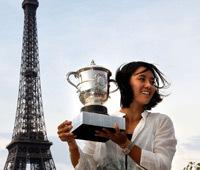 李娜在埃菲尔铁塔拍冠军写真