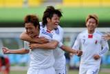 日本球员庆祝进球