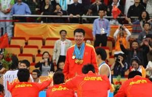 12枚金牌齐挂在大郅一身11铁汉台下对他顶礼膜拜