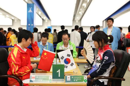 亚运会围棋女团决赛 中国队一台芮乃伟不敌李玟真
