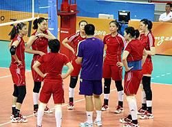 女排亚运夺冠目标不变赛前适应训练大梅受困脚伤