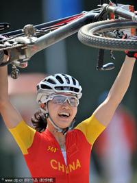 女子自行车山地越野赛:任成远领先亚军6分半夺冠
