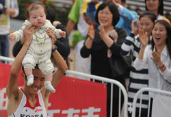 男子马拉松韩选手夺冠中国双雄一获第4一获第8